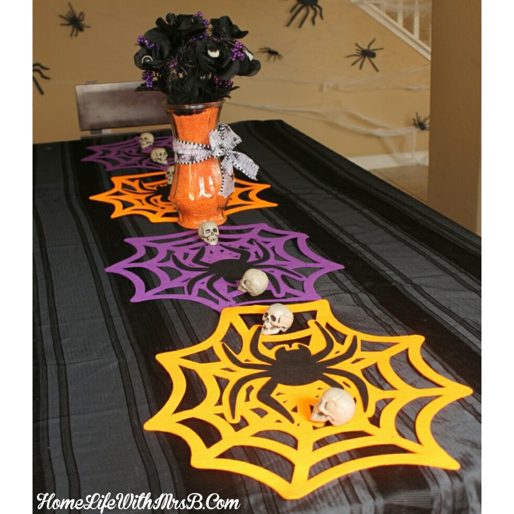 Diy halloween 5 minute table runner home life with mrs b for 5 minute halloween decorations
