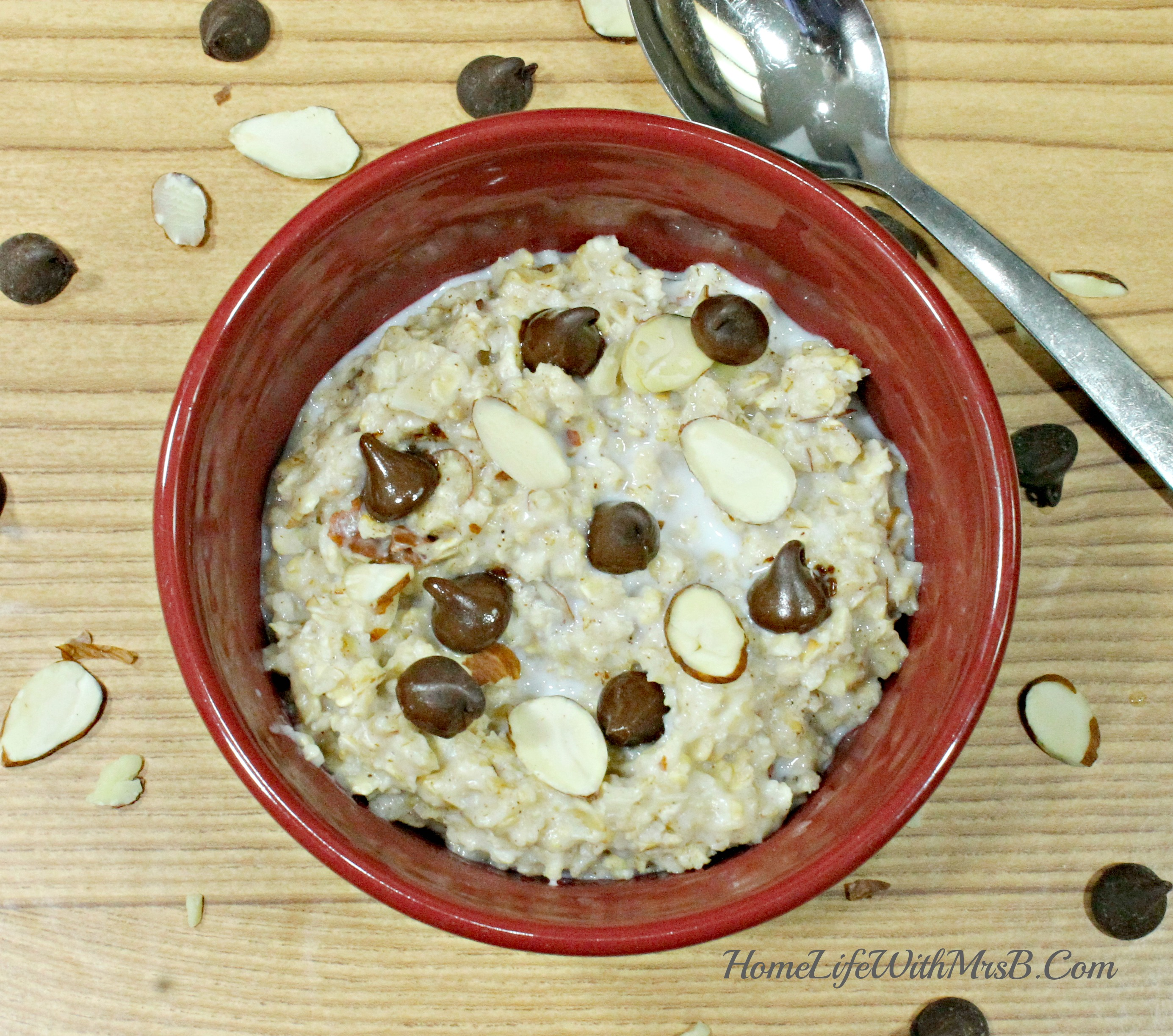 Almond Chocolate Chip Oatmeal